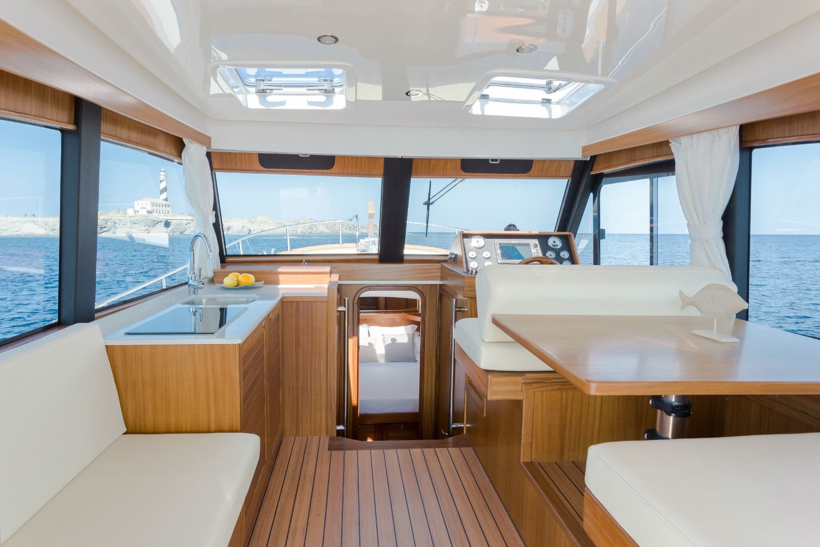 Minorca Islander 34 yacht for sale - Salon