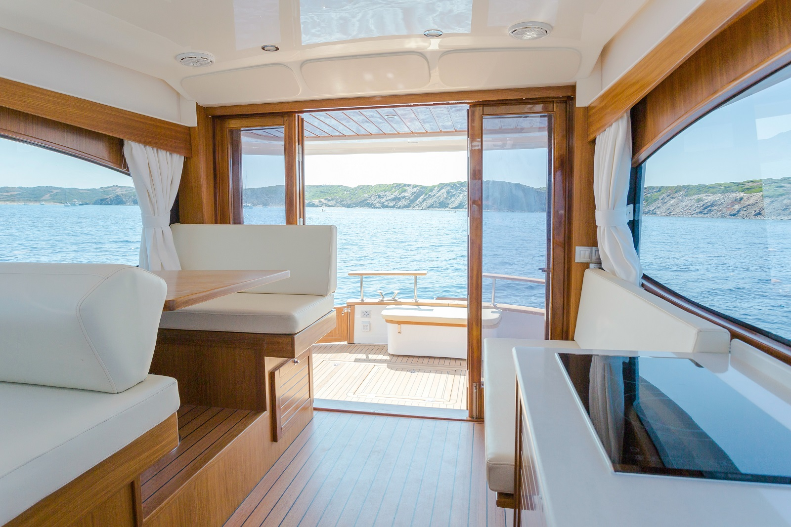 Minorca Islander 34 for sale - salon and galley