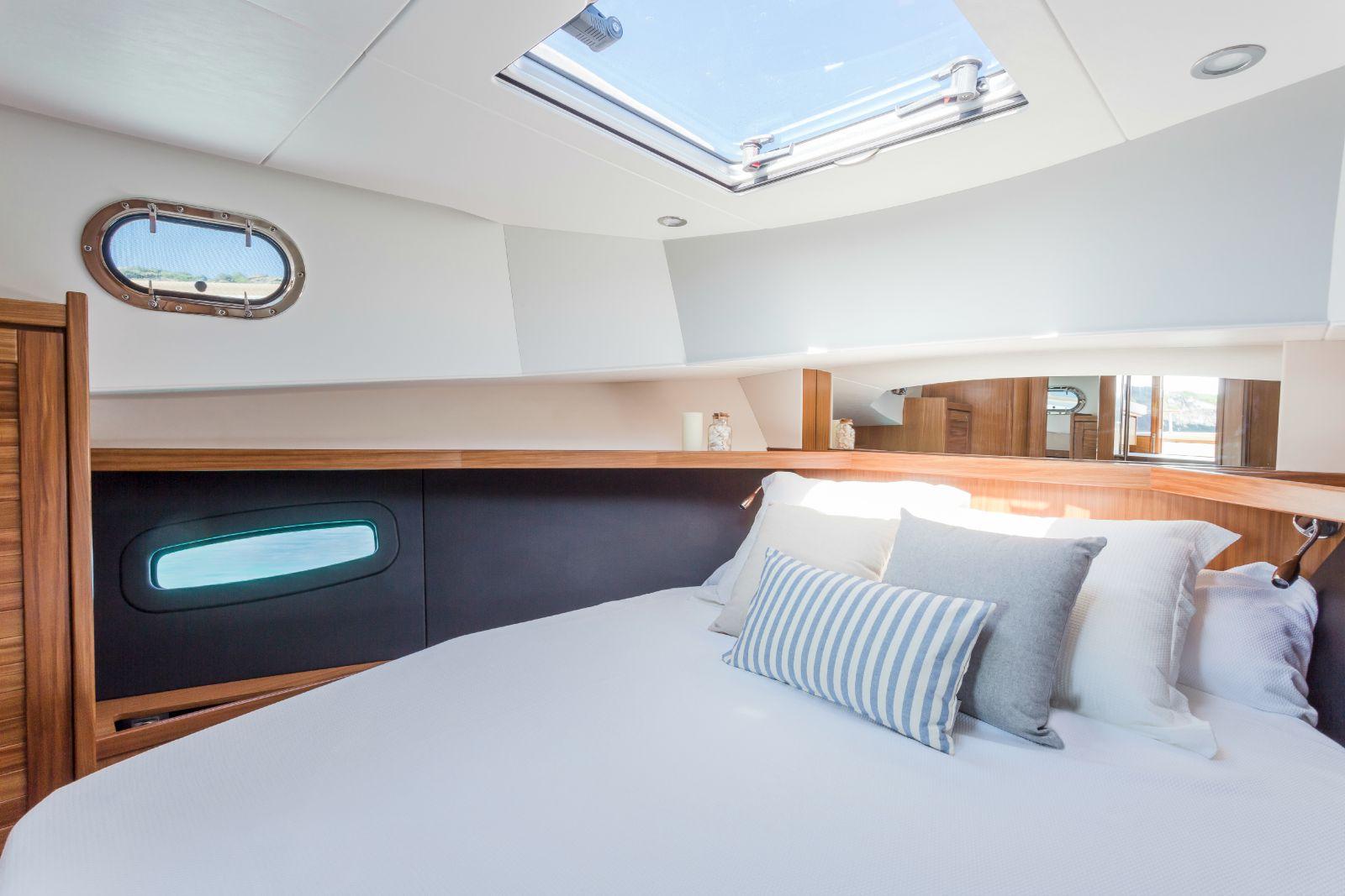 Minorca Islander 34 for sale - Master Cabin