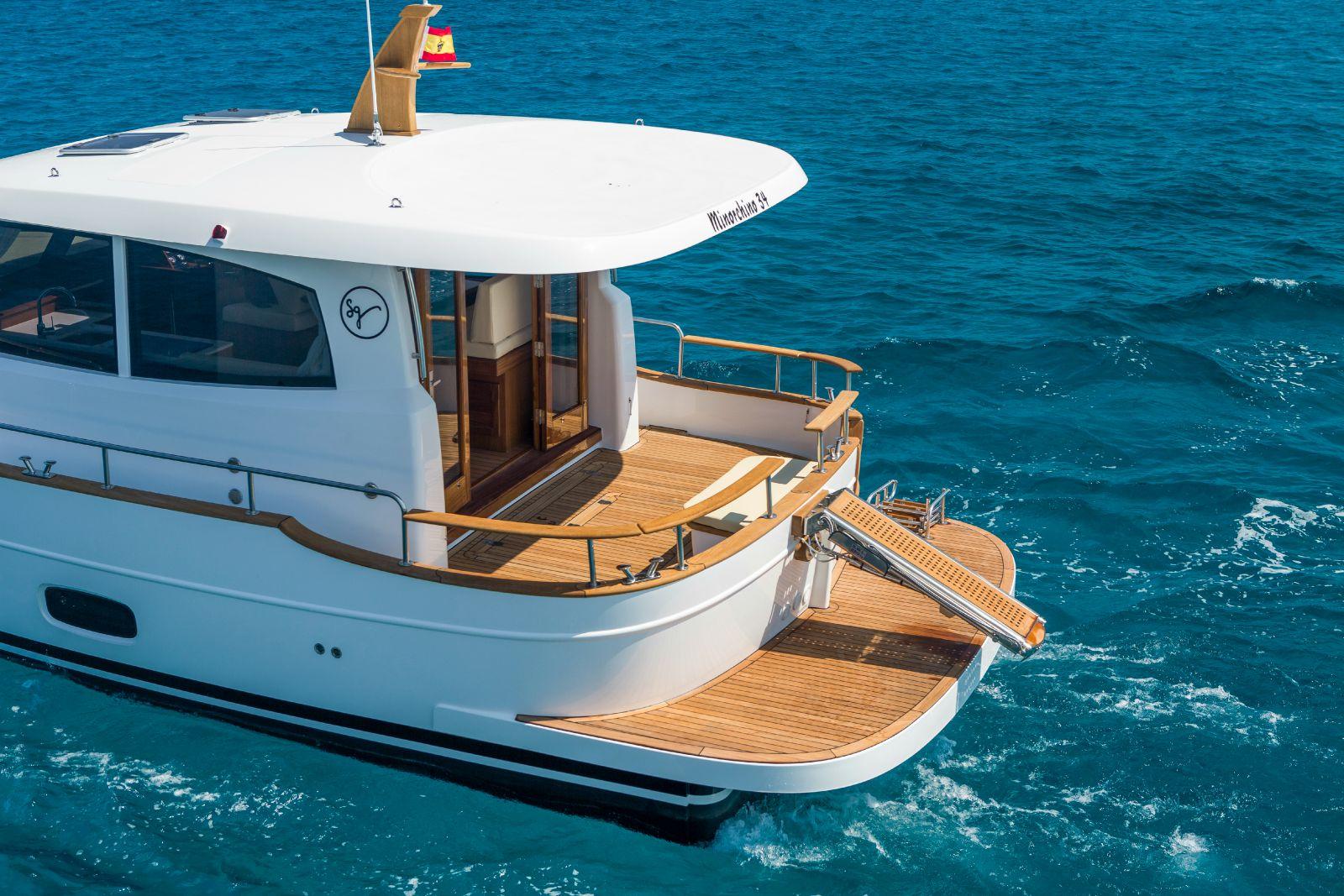 Minorca Islander 34 yacht for sale - Aft Deck