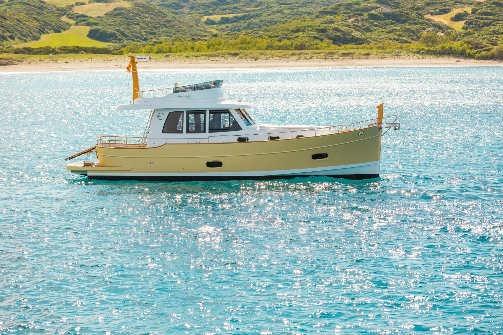 Minorca Islander 42 flybridge yacht for sale - Profile