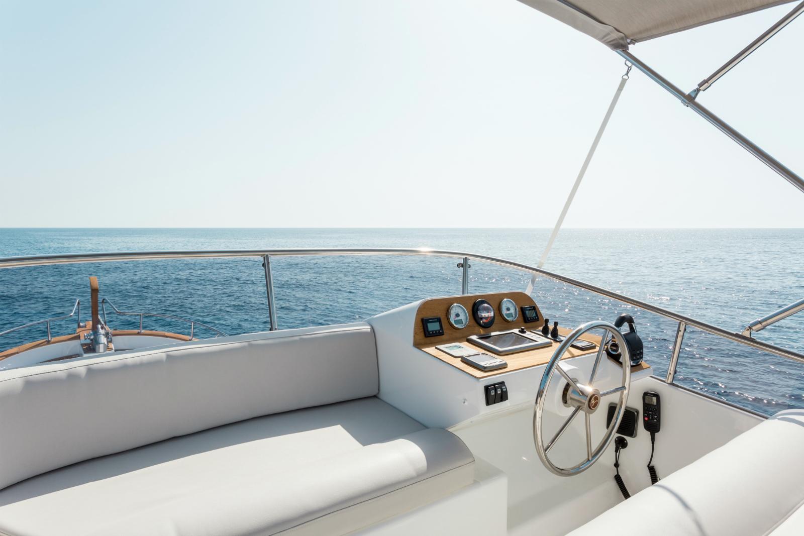 Minorca Islander 42 flybridge yacht for sale - Flybridge Helm