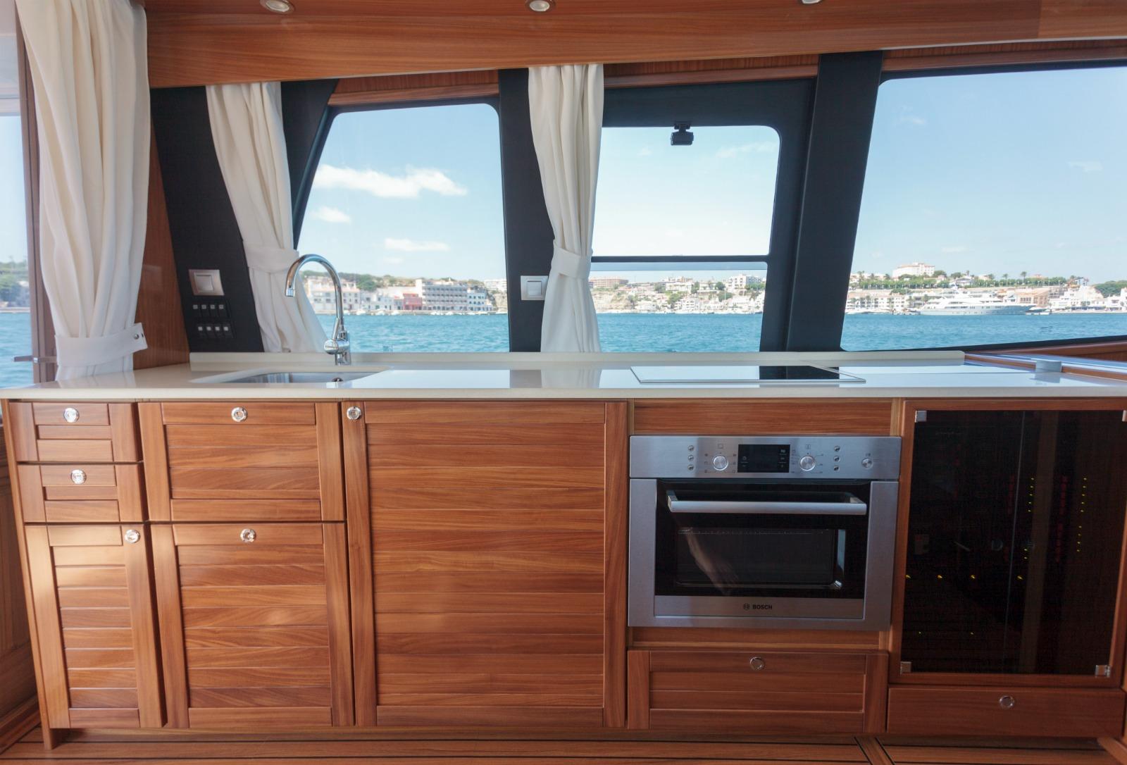 Minorca Yachts Islander 42 flybridge yacht for sale