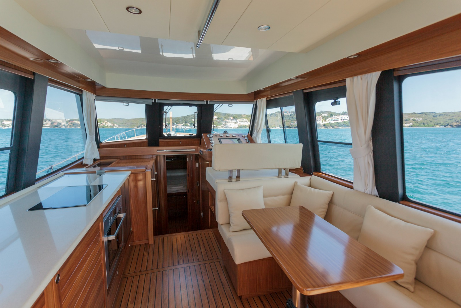 Minorca Islander 42 flybridge yacht for sale - Interior