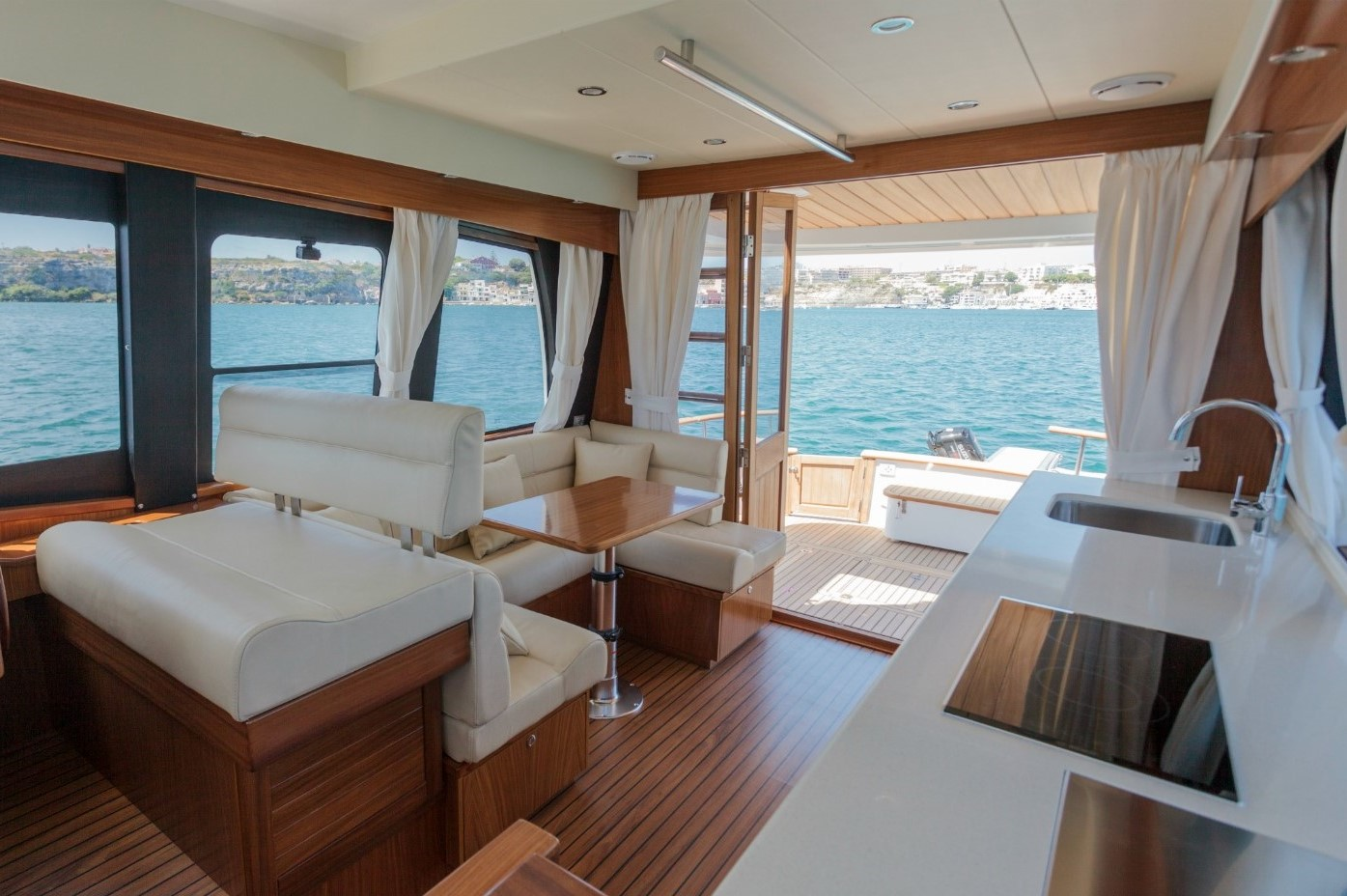 Minorca Islander 42 flybridge yacht for sale - Salon / Galley