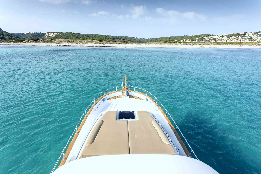 Minorca Islander 42 hardtop for Sale - Bow