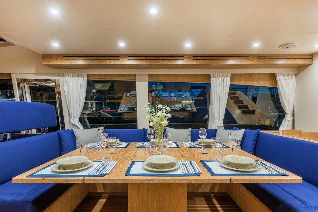 Minorca Islander 68 for sale - Dining Area